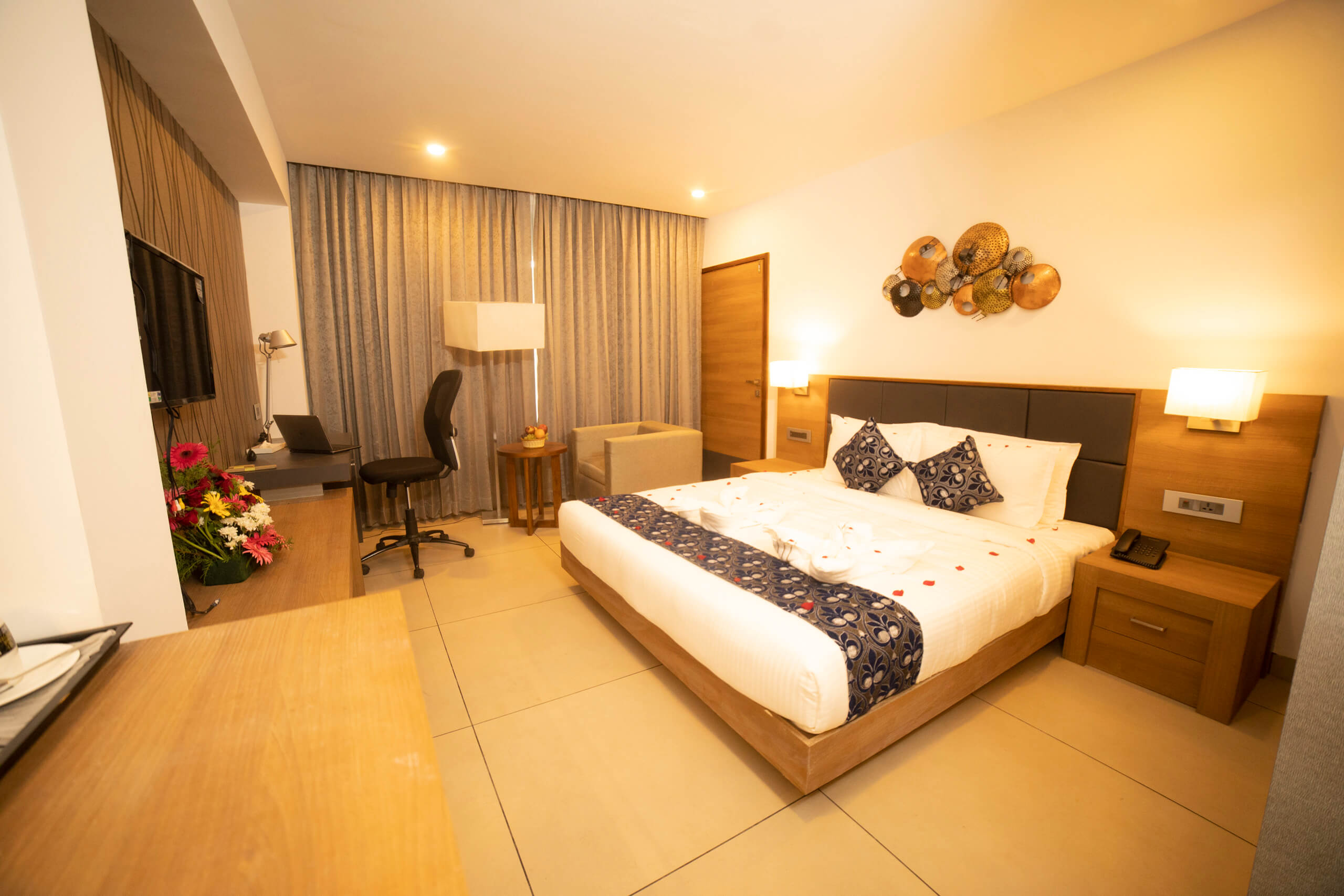 Hotels in Attingal | Hotel Savithri